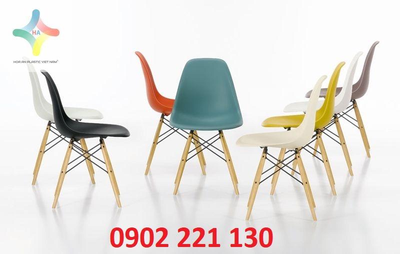 Bài trí không gian với ghế nhiều màu sắc