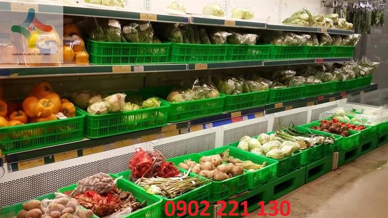 Sóng nhựa (rổ nhựa) được các siêu thị, hàng quán dùng để trưng bày hàng hóa